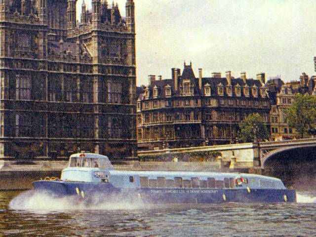 Denny D2 on Thames at Parliament, No source as this was an online jigsaw